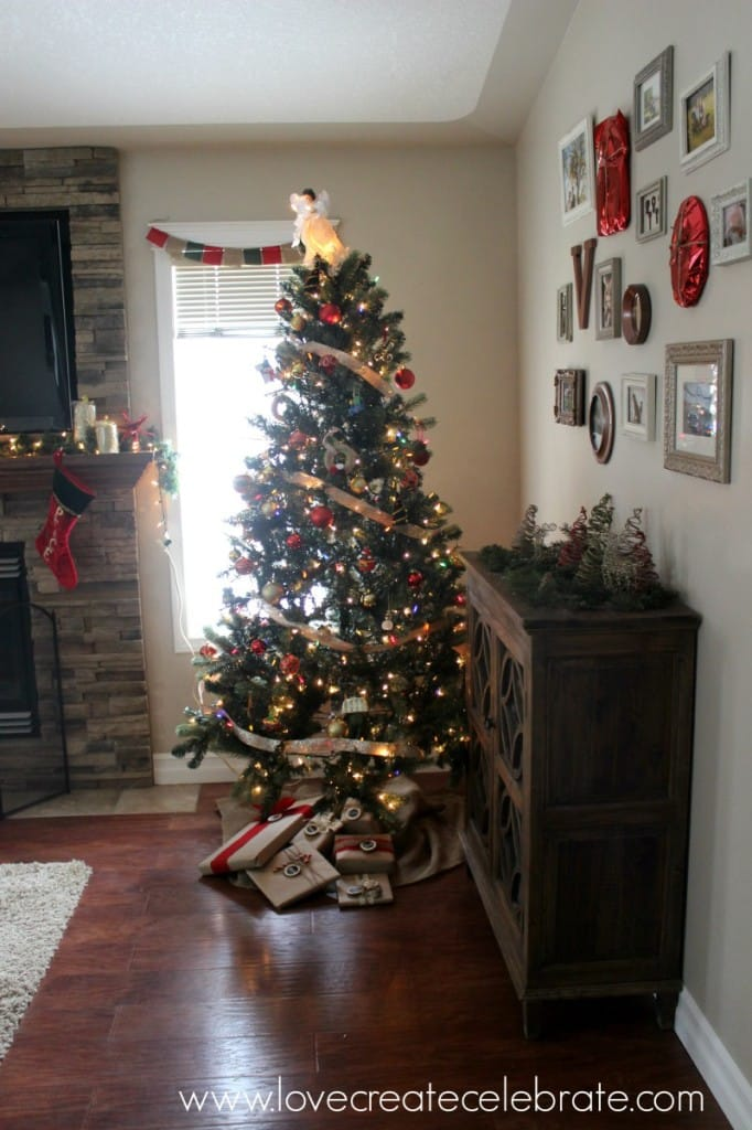 red, gold, & burlap Christmas tree