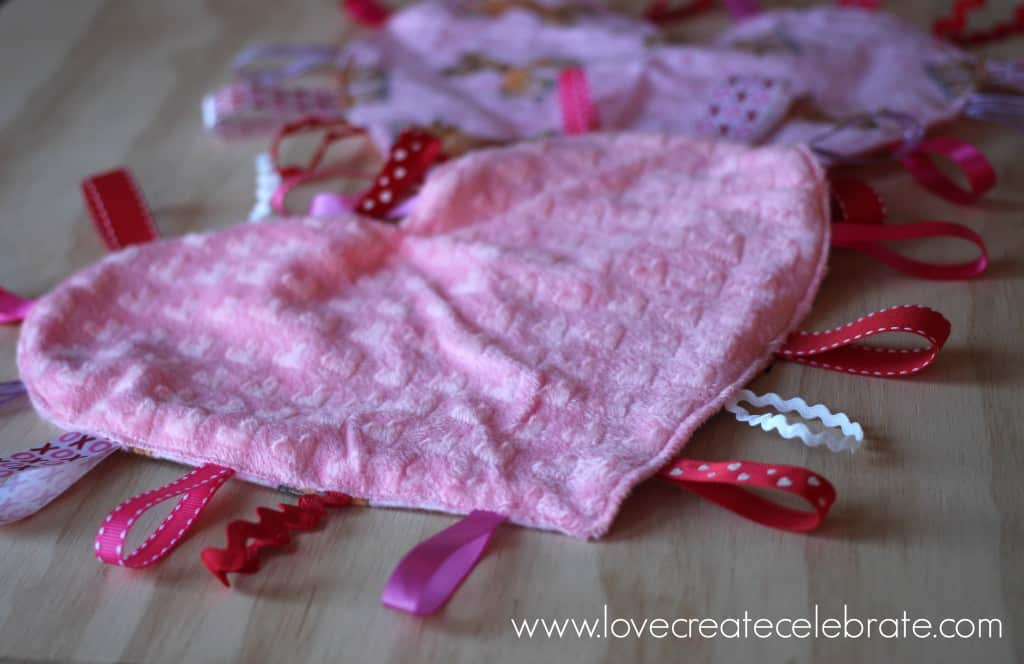 This sweet, homemade heart taggie blanket will surely be a favorite!