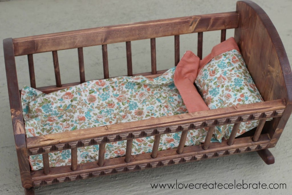 Beautiful baby doll crib bedding for any little crib or cradle! This DIY doll crib set includes a simple tutorial for a blanket, pillow, and pillow case!