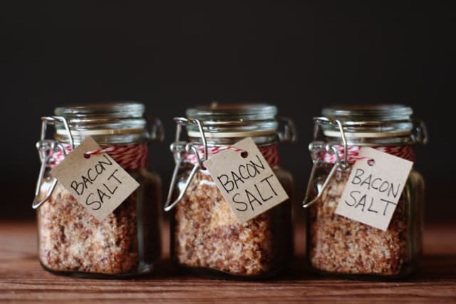 These homemade jars of bacon salt are a quirky gift every guy will appreciate.