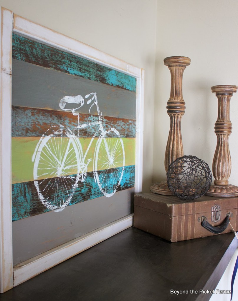This bicycle wall are looks great with the other vintage accessories.