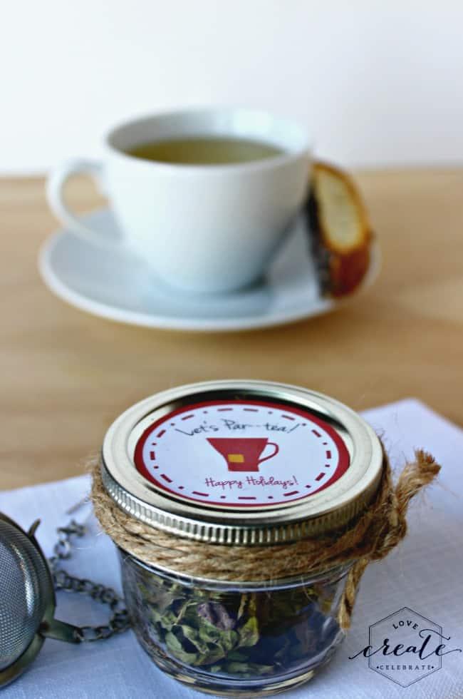 Mason jar with peppermint tea and tea printable