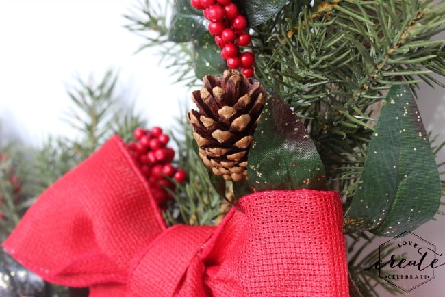 christmas wreath pinecone