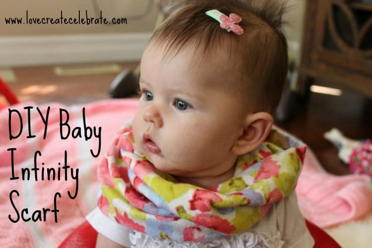 This DIY baby accessory is perfect for a family photoshoot! Make this DIY baby infinity scarf