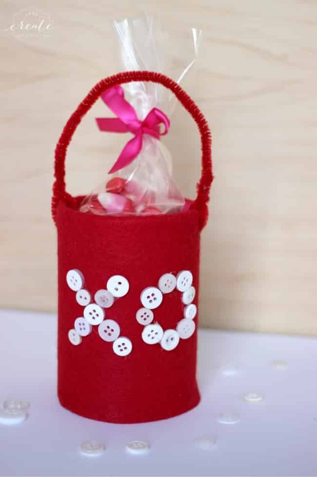 These adorable valentine's tin cans are a perfect, easy craft for kids