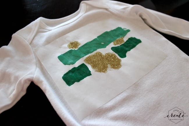 I love this festive St. Patrick's Day Onesie! Definitely want to make one with my Cricut Explore!
