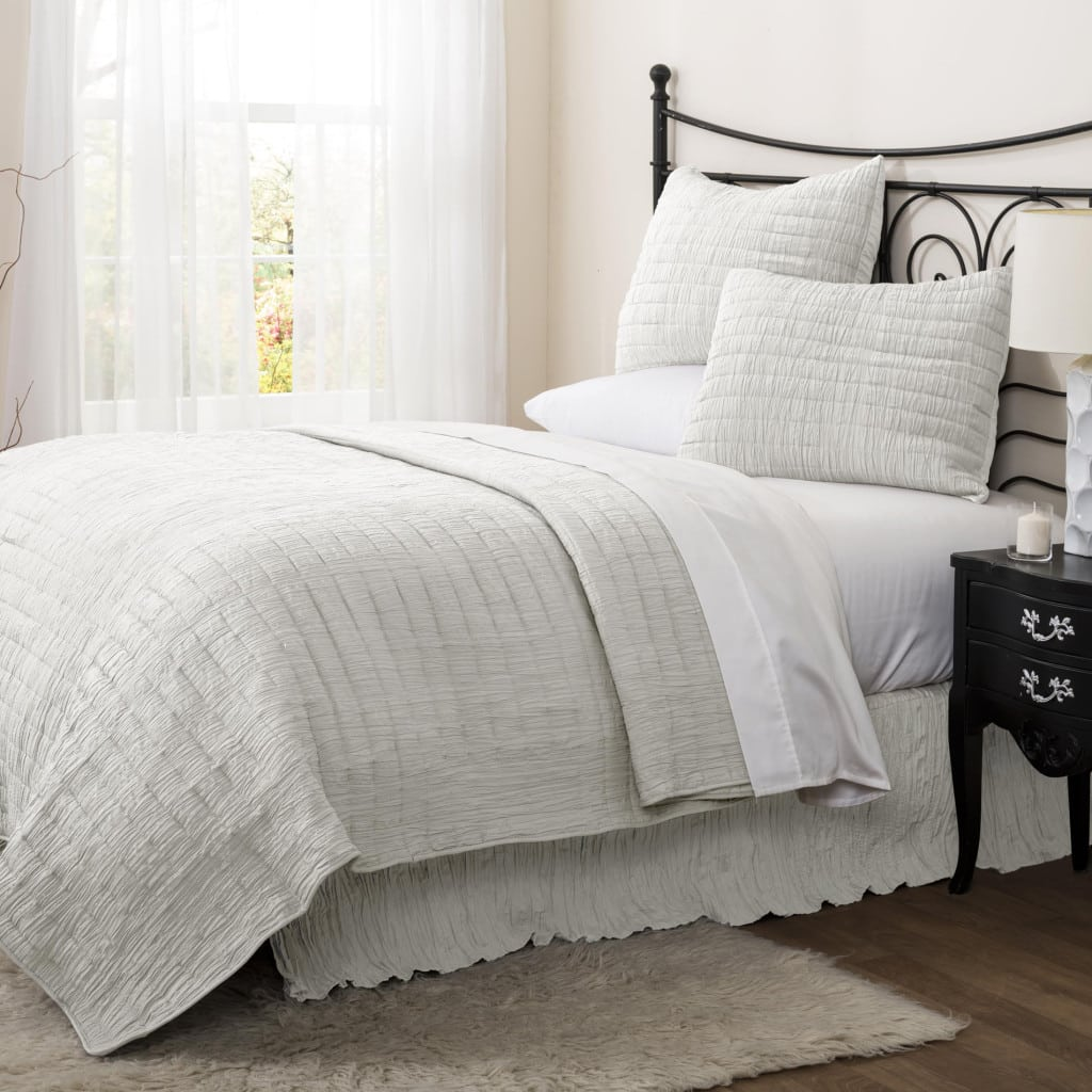 A neutral bed cover set adds that modern touch