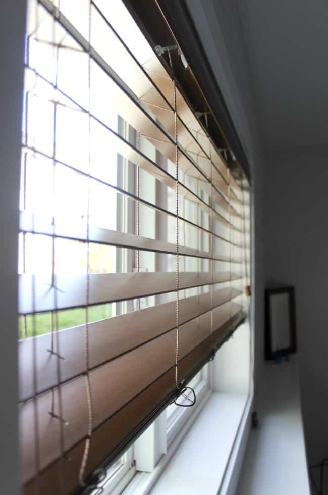 Love the mix of modern and industrial decor in this bedroom design! Beautiful faux wood blinds!