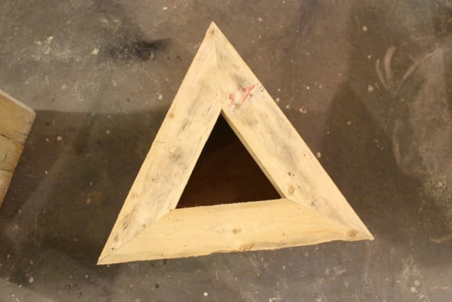 Triangle pallet planter