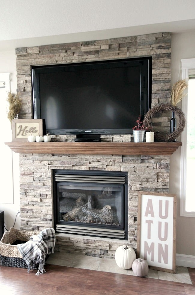 Using the fire place as a central point for some fall decor is a great idea