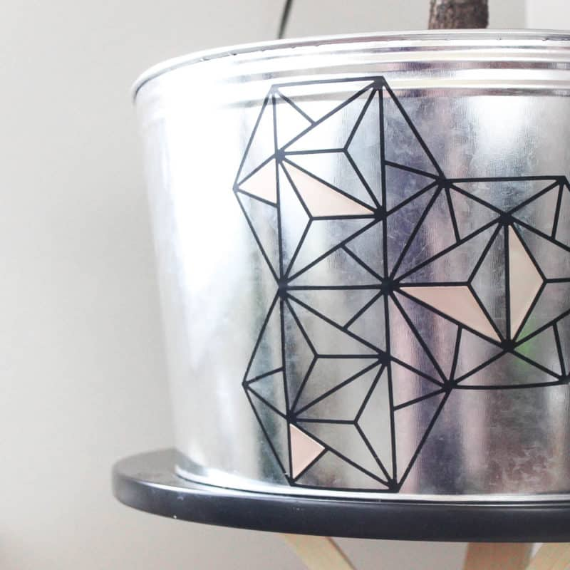 Make this modern geometric planter for any corner in your home. Love the indurstrial chic flair to this home decor project idea!