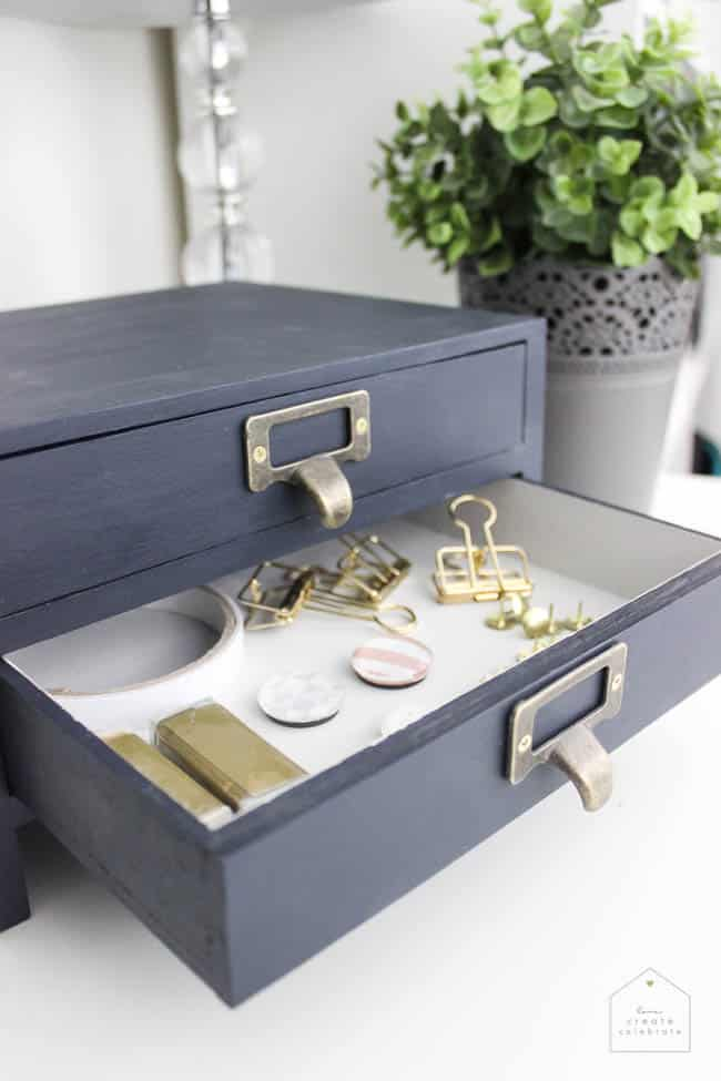 The perfect storage solution for your home office! This modern Desk Organizer took less than 10 minutes to make!