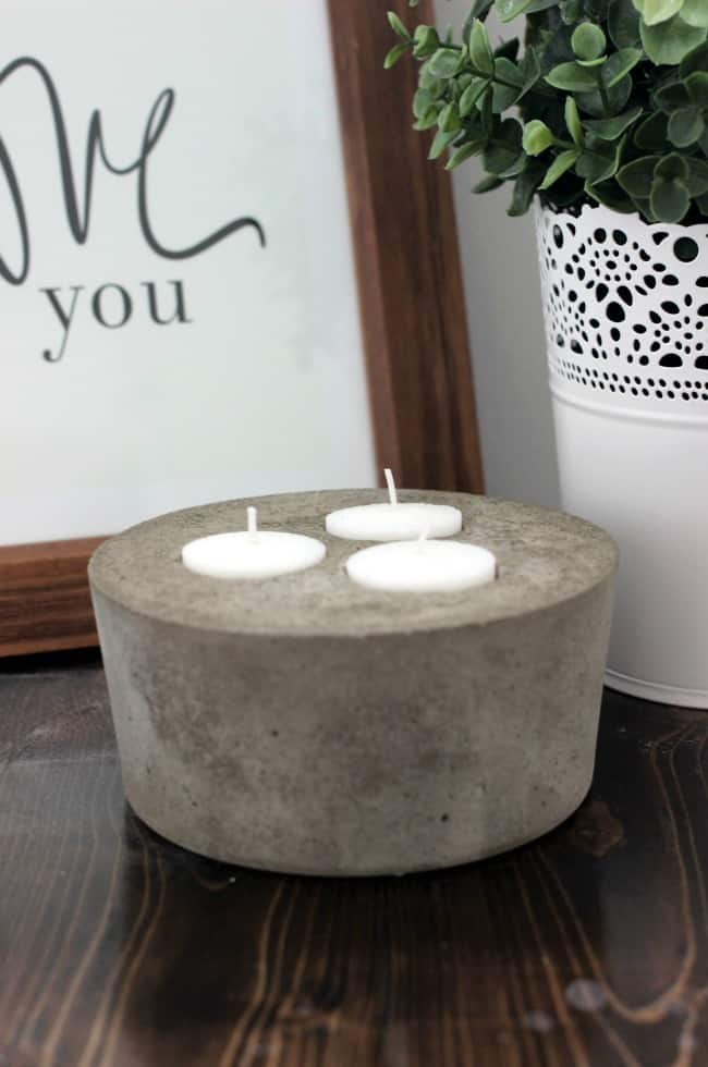 Love the trend towards concrete decor in the home. There are so many quick and easy concrete decorations that you can make at home at add industrial style and flair to your home! Concrete is a sleek and modern home trend!