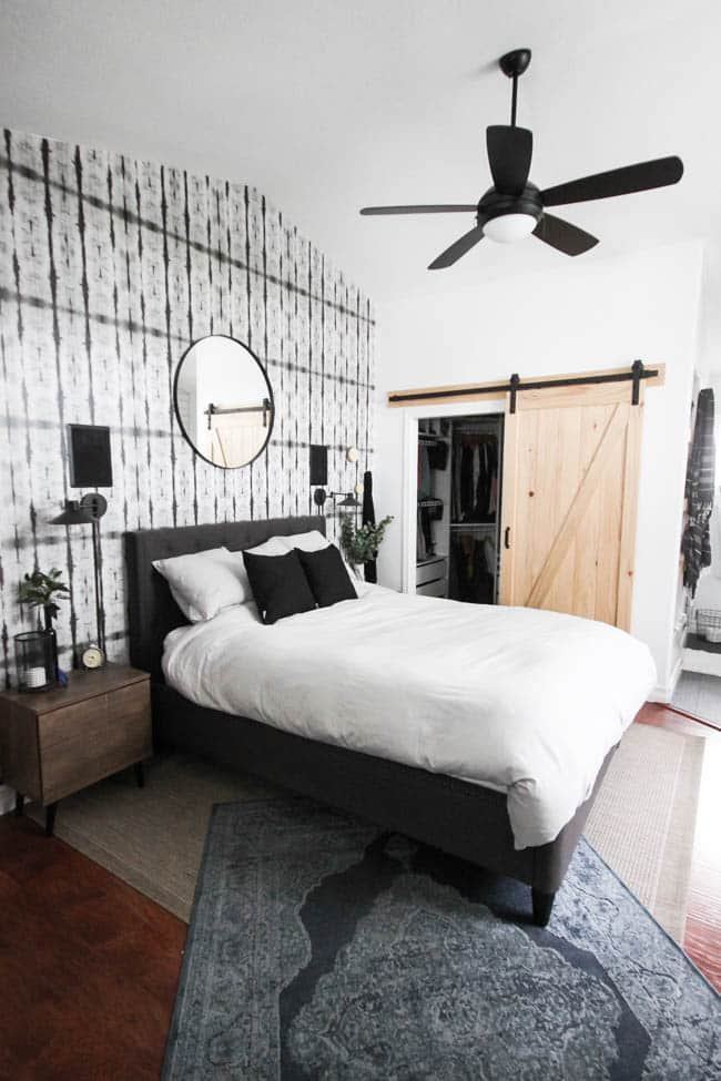 Beautifully layered modern modern rugs for any room in the home! LOVE this beautiful design trend and now you can incorporate it into your home with beautifully layered sisal, jute, cowhide, and modern rugs. Love this bedroom!