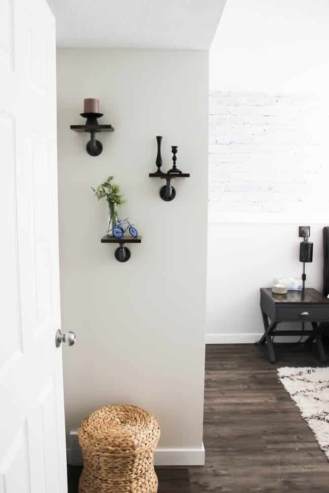 These mini industrial shelves are easy to build and perfect for any empty wall! These DIY pipe shelves are modern and beautiful!