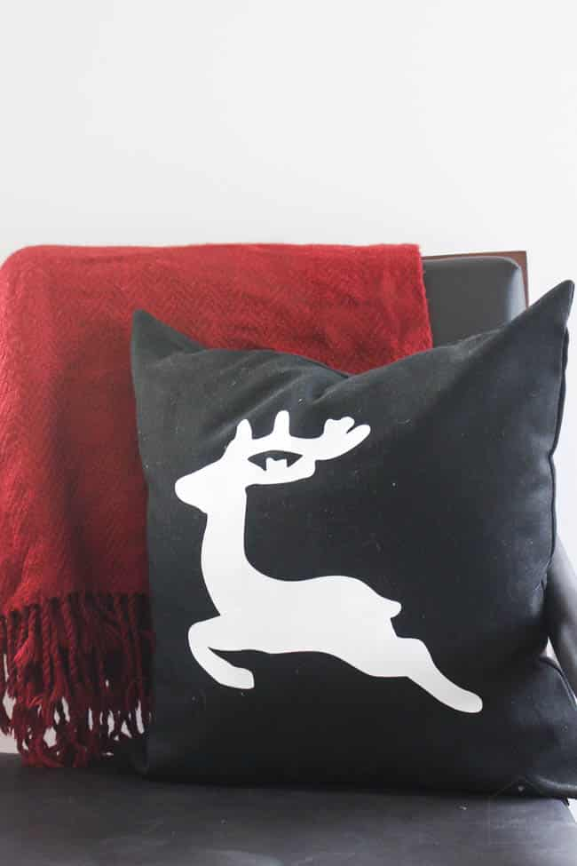 Make this deer Christmas pillow in 30 minutes