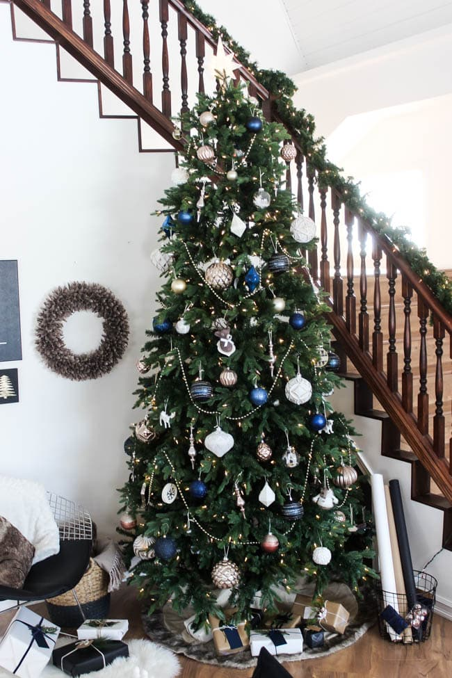 This blue and white accented Christmas tree is so stunning - the perfect designer holiday tree