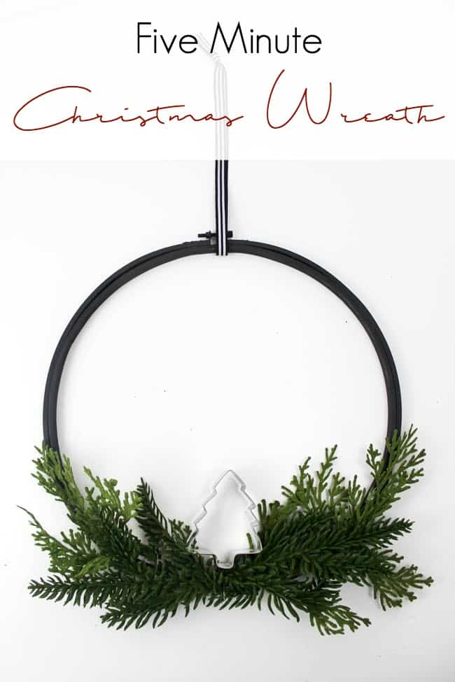 The perfect DIY wreath for the Christmas season. Make this easy embroidery hoop wreath in just five minutes with some spray paint, a bit of greenery, and a cookie cutter! Love this modern holiday idea!