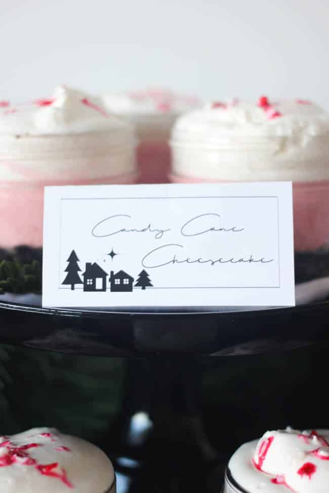 Free printable labels or place cards for the holiday season! Love the pretty modern design on these cards. Perfect for any buffet, dessert bar, or coffee bar!