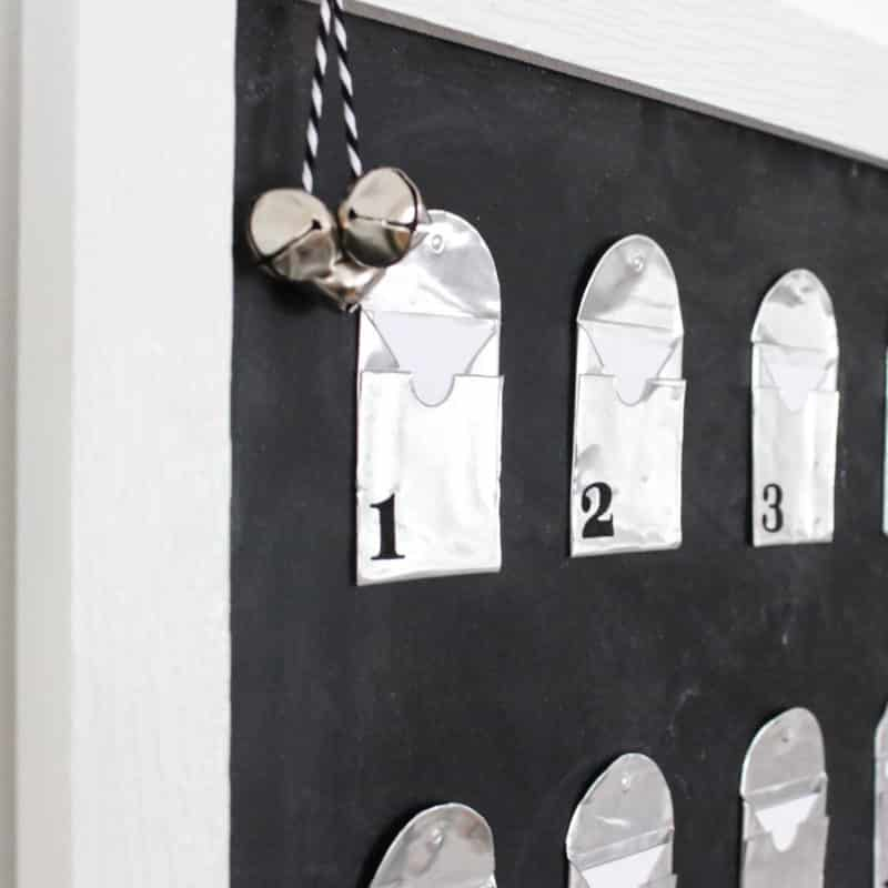 Love this simple modern advent calendar. The DIY metal envelopes are perfect for sharing your favourite winter and holiday activities. Love this idea for the Christmas season!