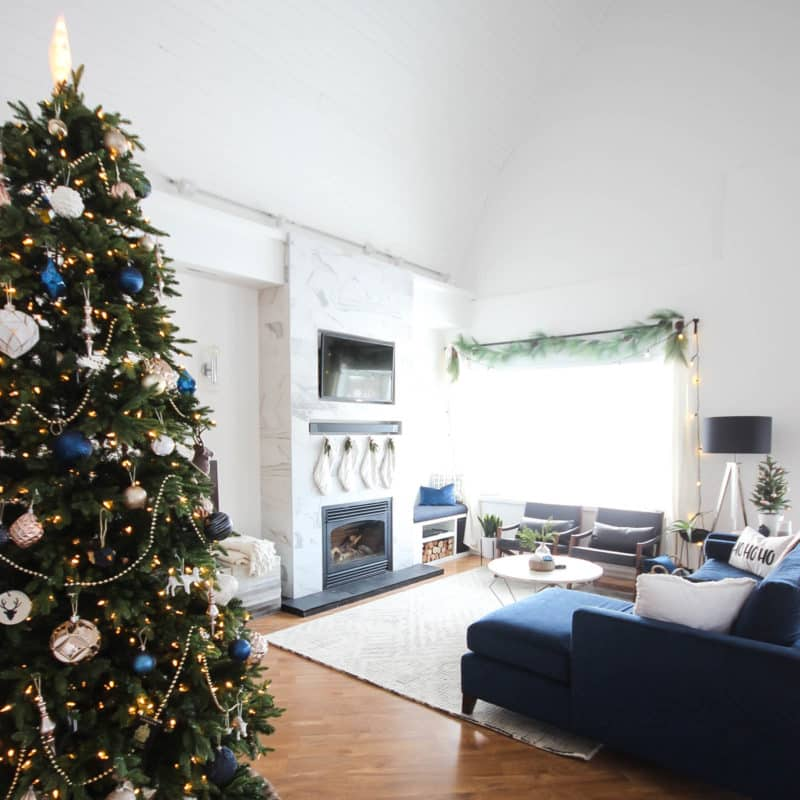 Love this modern Christmas home tour! Beautiful decorating ideas and inspiration for any home! Love the blue, black and white colour palette in this gorgeous contemporary living room.