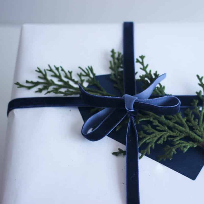 Beautiful DIY gift wrap ideas using white, black, and kraft paper. Love the natural look of the added greenery and string. Simple yet stunning Christmas gift wrap ideas!