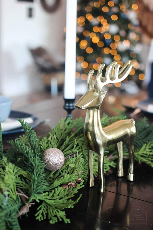 Gold deer decoration in the centrepiece