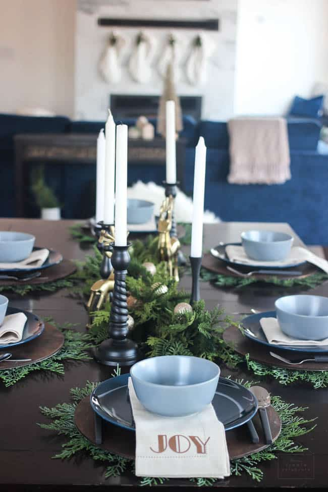 A beautiful modern Christmas Dining Room! The beautiful centerpiece, modern table settings, and decorations are perfect! Love the blue, green and gold colour scheme in this contemporary dining room!