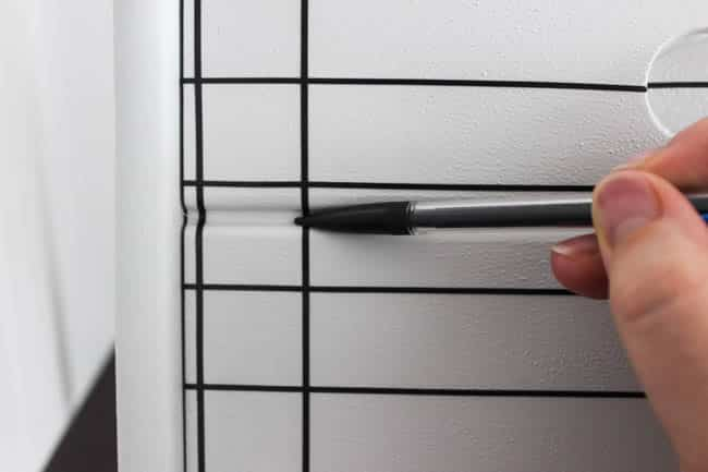 Use a pen to tap in the vinyl in creases