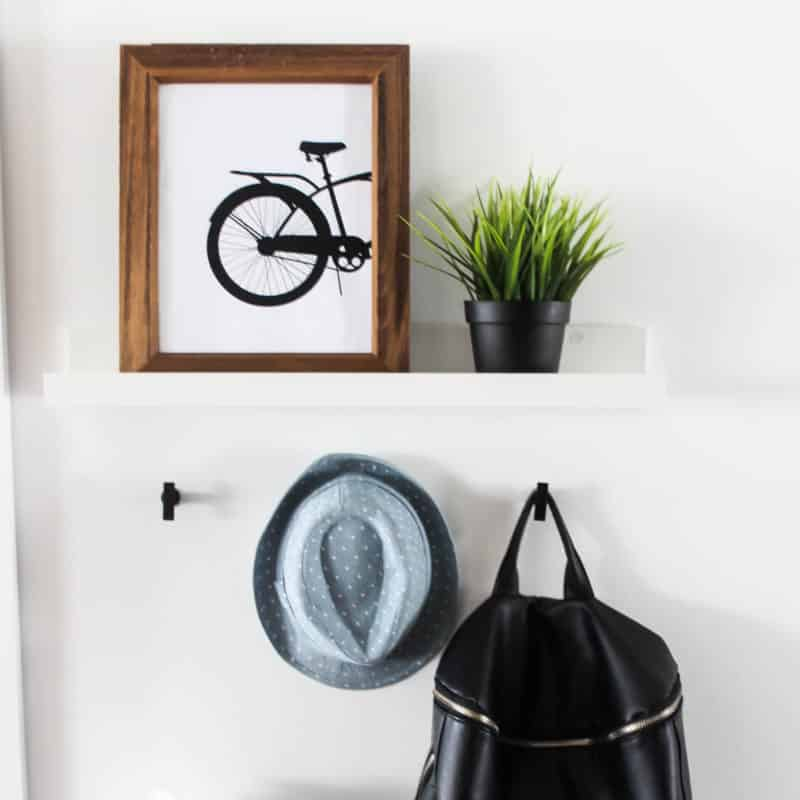 A Modern Free Printable to Spruce up your home for the Spring! Love these minimalist bicycle prints! Perfect for any season! #nordic #scandinavian #modernhome