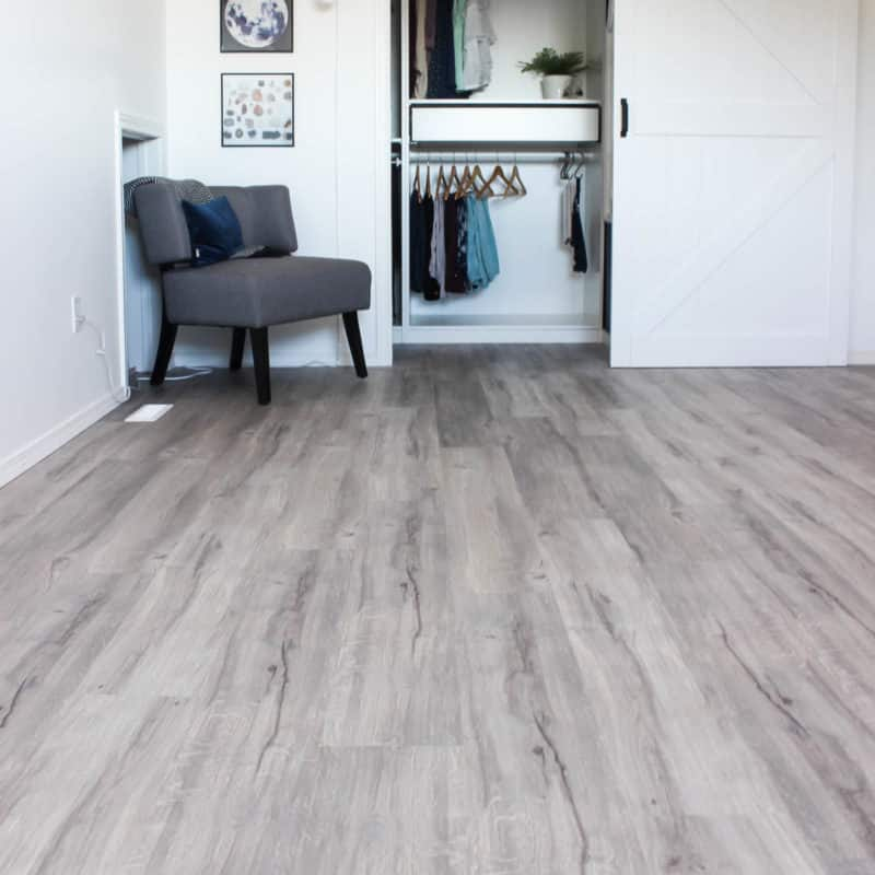 An easy step-by-step guide to installing vinyl plank flooring! A great video tutorial for learning to install new flooring and transform any bedroom, basement, kitchen, etc. Love this light grey vinyl plank flooring!