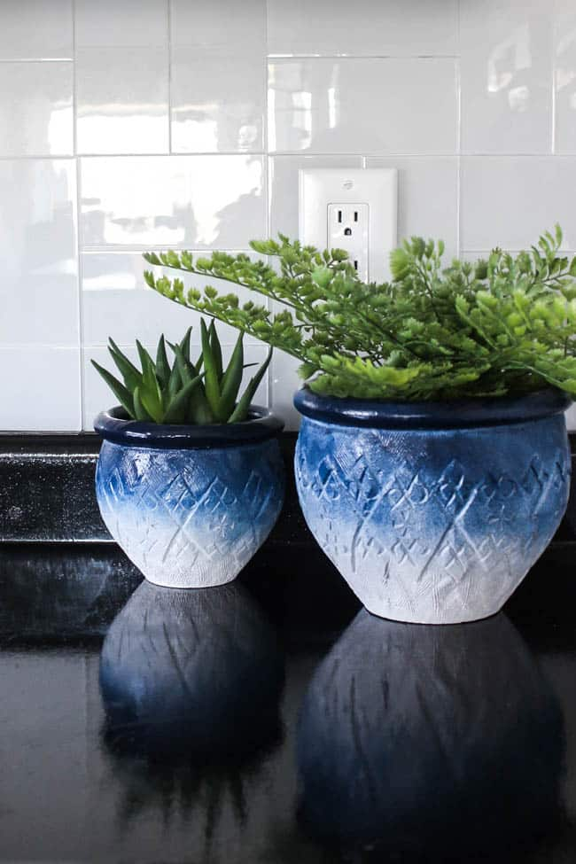 Beautiful DIY Painted Ceramic Pots! Love the ombre effect on these beautiful ceramic planters. This thrift store find was completely transformed with a bit of spray paint!
