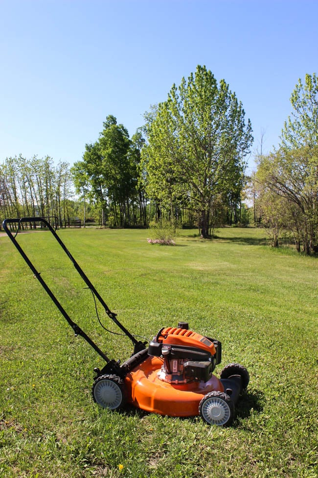 Choosing the perfect lawn mower for your home doesn't have to be challenge! Here are some great tips for choosing the perfect mower, whether it's a push mower, a riding mower or something in between!