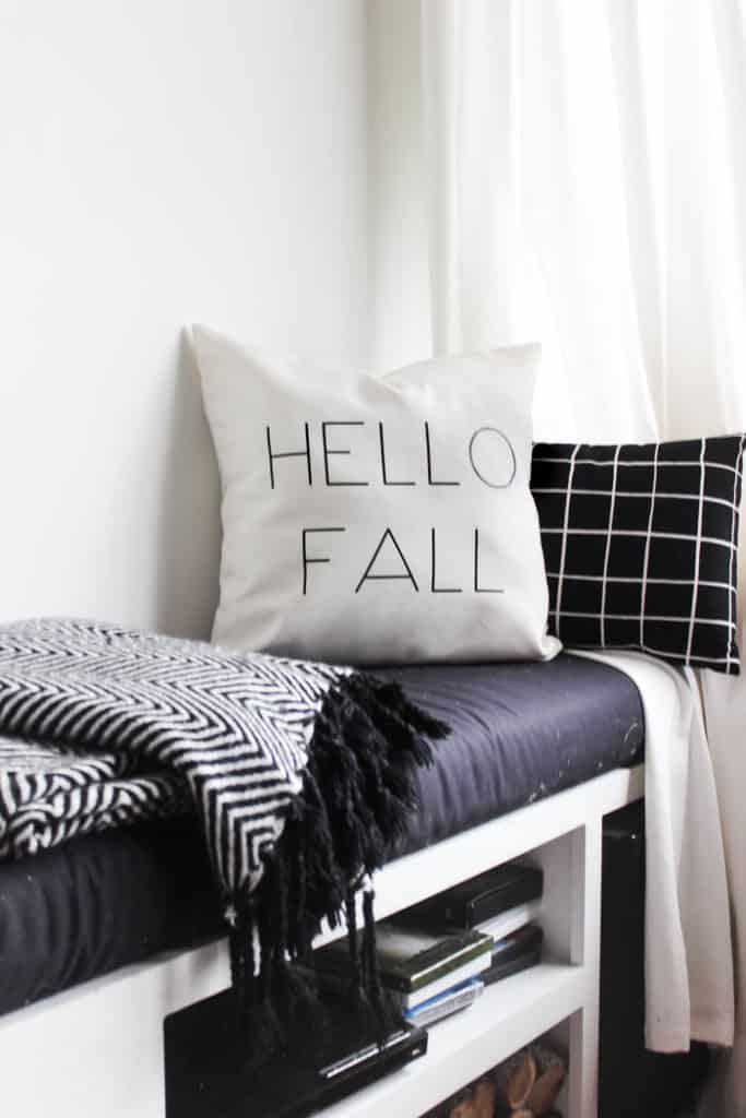 Love this Fall decor! Make your own modern fall pillow in no time with this simple tutorial! Beautiful modern decor for your autumn home in less than 30 minutes! Love this DIY!