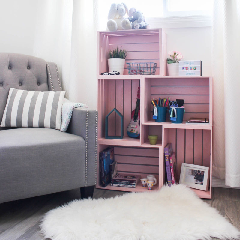 Wow! Amazing crate bookshelf idea! Use wooden crates and spray paint in a unique way to make some beautiful home decor for your child's bedroom or nursery! Love this pick colour for a girl's room! Pretty and pink :)