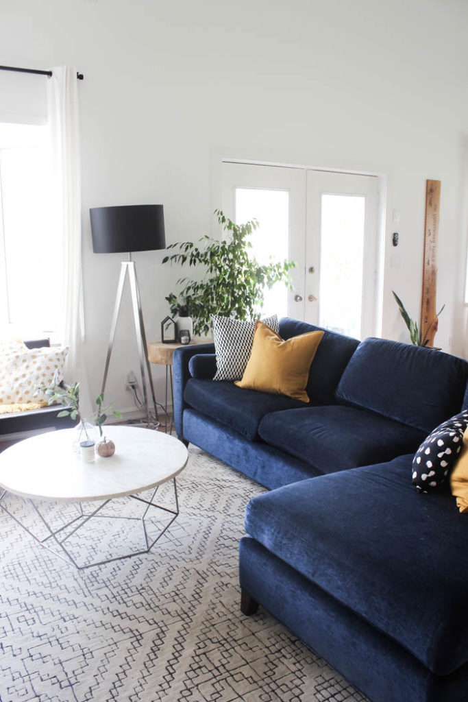 A beautiful cozy fall home tour! Love the pops of mustard yellow in this monochromatic modern fall living room! Beautiful minimalistic way to style a living room for autumn!