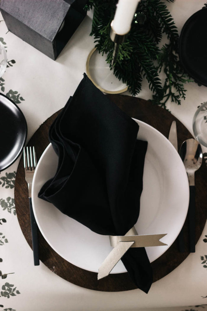 Beautiful modern leather napkin rings! Love the subtle messages on these gorgeous napkin holders! Make your own and learn to cut leather with the Cricut Explore Air 2 or Cricut Maker. Love this idea for my next table setting! #cricutmade #leather #ironon #craft #modernDIY