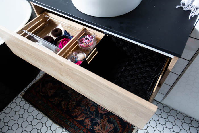 Beautifully organized bathroom drawers in the guest bathroom! Love these 5 great tips for organizing your drawers. So many practical and functional ideas for how to organize with just a few items. Beautiful stylish organization! #organization #bathroomorganization #modernbathroom #homeorganization