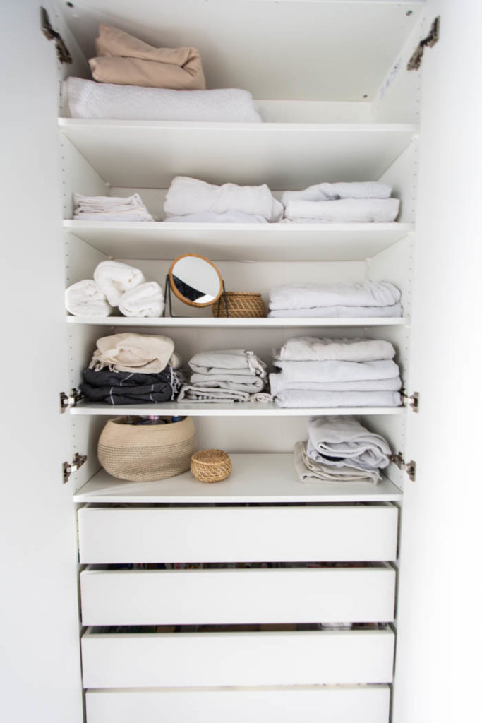 Organized linens. A beautifully organized linen closet in 7 quick steps! Looking to add some organization to your linen closet? These easy tips and tricks will help your linen cabinet stay organized. #organization #konmari #linencloset