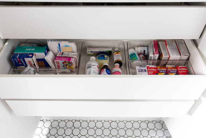 Beautifully storage in the bathroom! Love these 5 great tips for organizing your drawers. So many practical and functional ideas for how to organize with just a few items. Beautiful stylish organization! #organization #bathroomorganization #modernbathroom #homeorganization #konmari