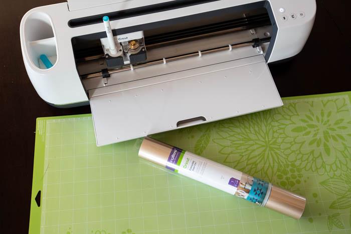 Cricut maker, vinyl and mat