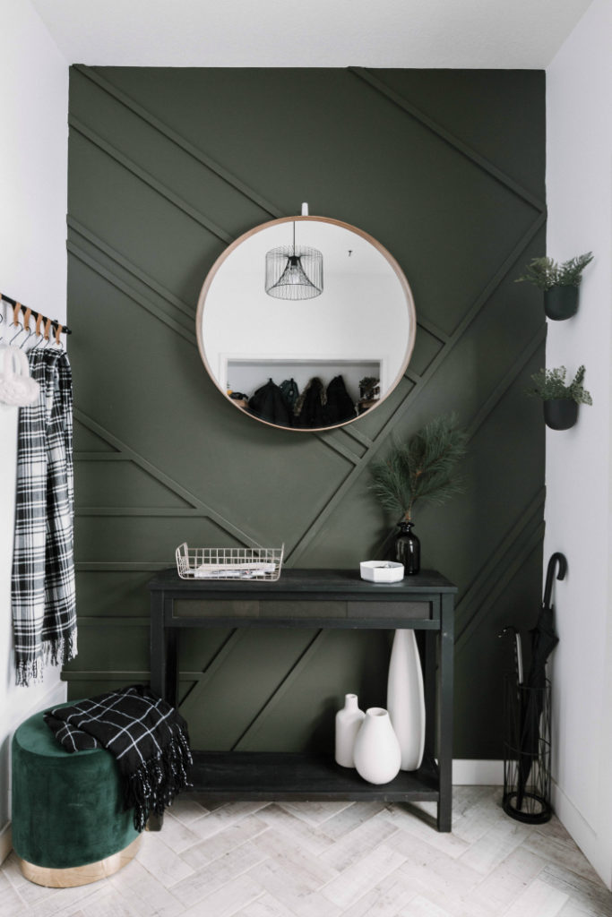 Green accent wall in an entryway