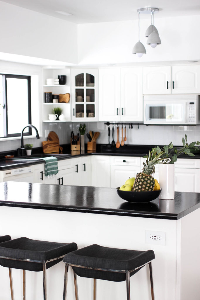 bright black and white kitchen