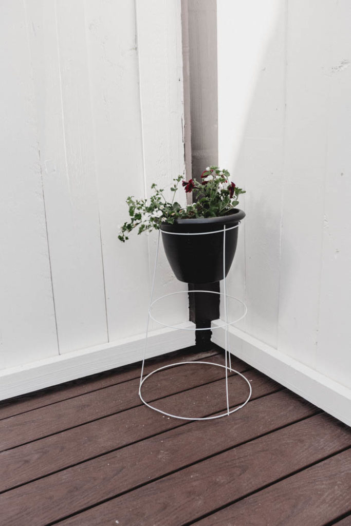 DIY standing planter from dollar store supplies