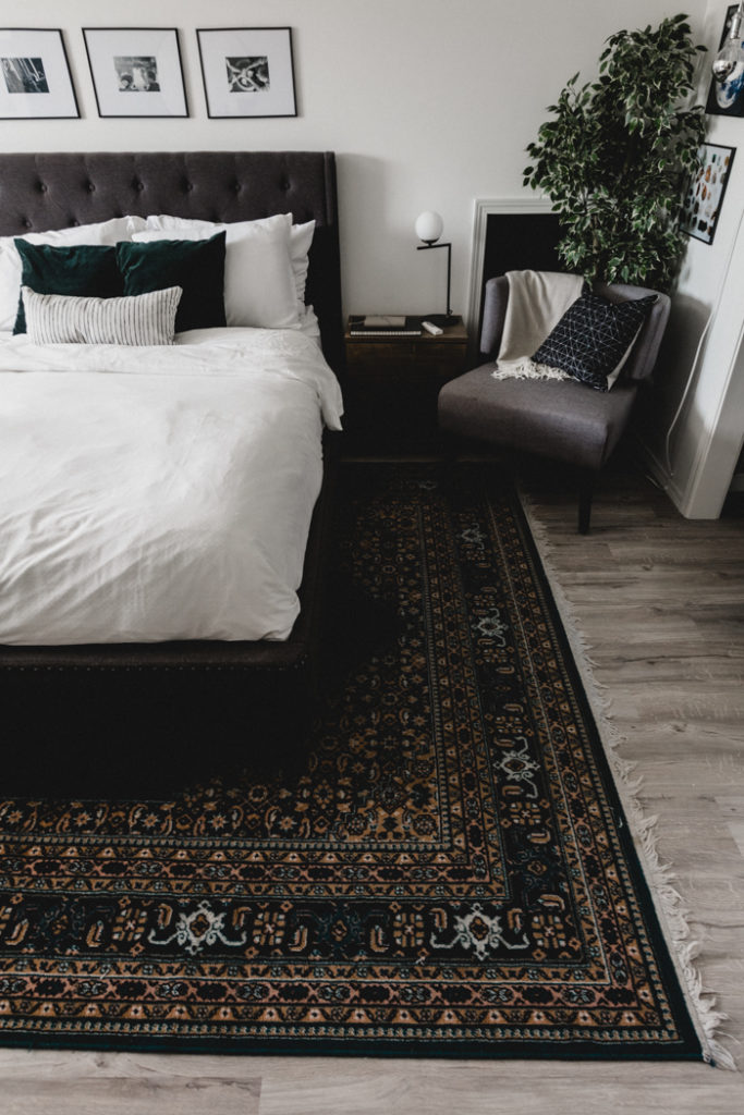 deep green rug in bedroom