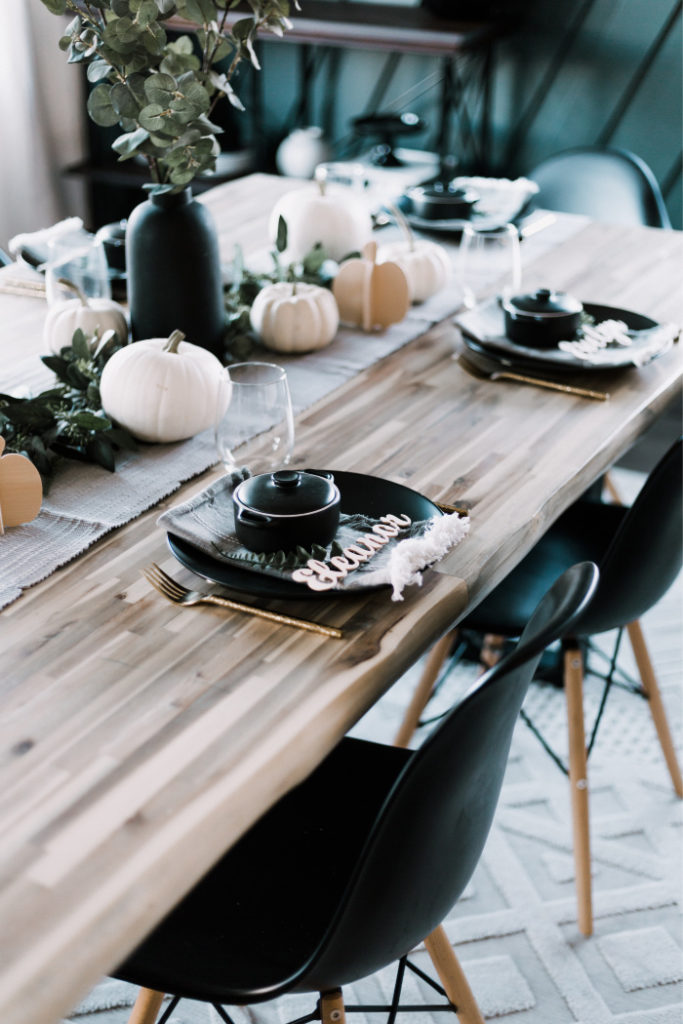 Gorgeous modern thanksgiving tablescape