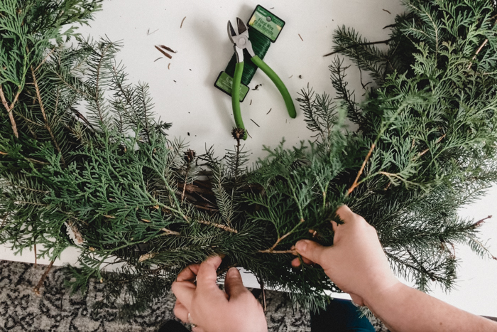 How to add new pine branches to wreath