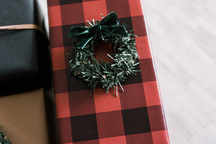 mini wreaths with red wrapping paper