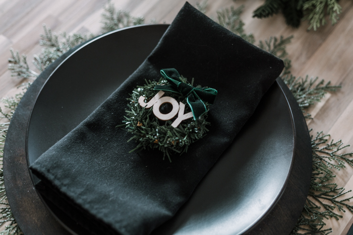 Modern Christmas wreath place setting