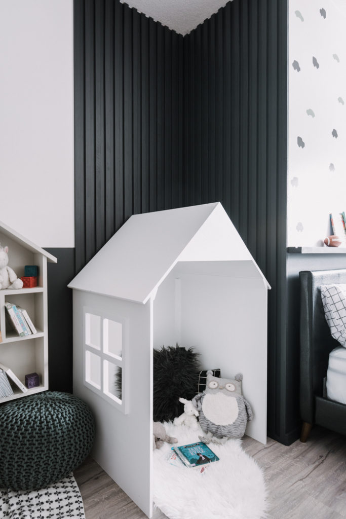 adorable reading nook playhouse in kids room